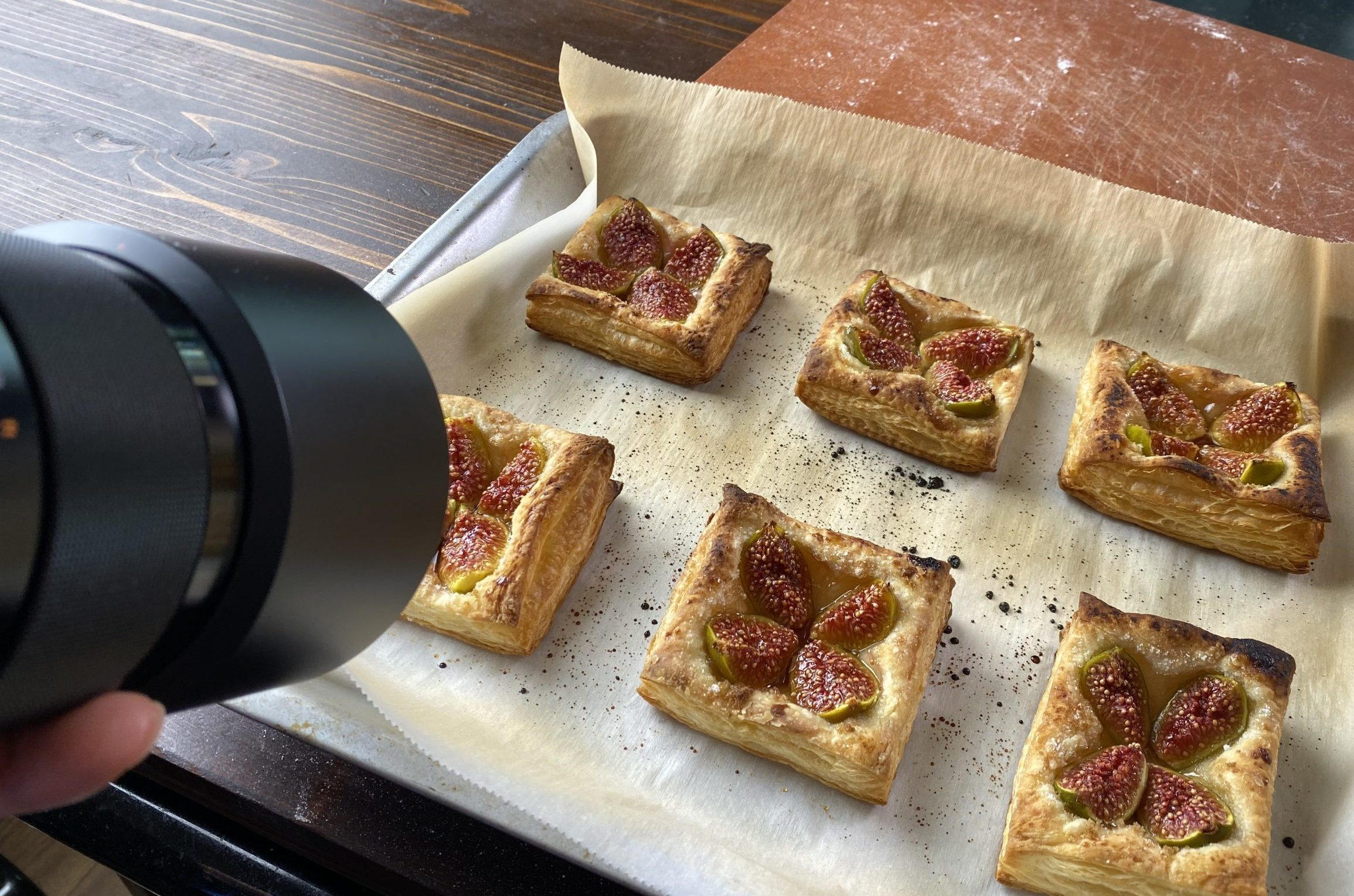 photographing fig tarts